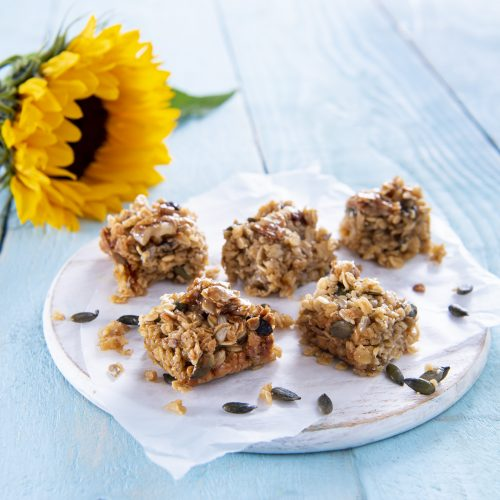 Granola Bars and Nutty Yoghurt Topping